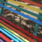 """Trepuzzi, una """"Panchina arcobaleno"""" in risposta alle scritte omofobe"""